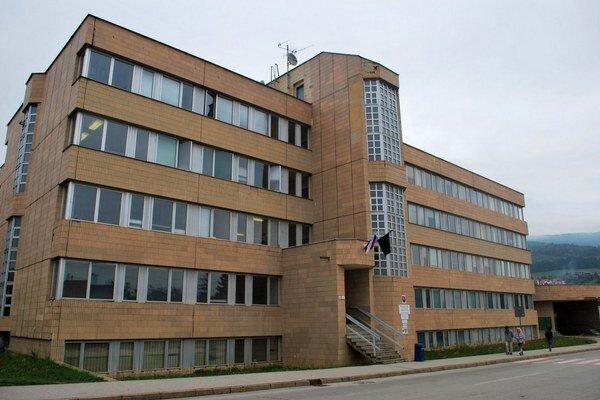 Okresný úrad Rožňava. Obvinení chceli brať úplatky.