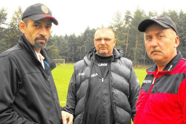 Dohodli sa. Vladislav Vávra (vľavo) ponuku predsedu klubu Ladislava Špánika (vpravo) prijal do konca sezóny.