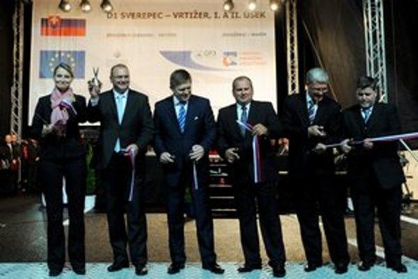 Úseky medzi Sverepcom a Vrtižerom otváral pred voľbami v roku 2010 aj Robert Fico.