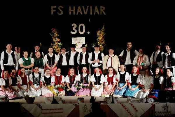 Haviar. Folkloristi na oslavách 30. výročia.