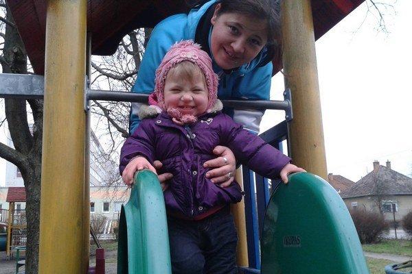 Zuzana a maličká Natália. Už skoro dve týždne nevie, kde sa nachádza jej dcérka.