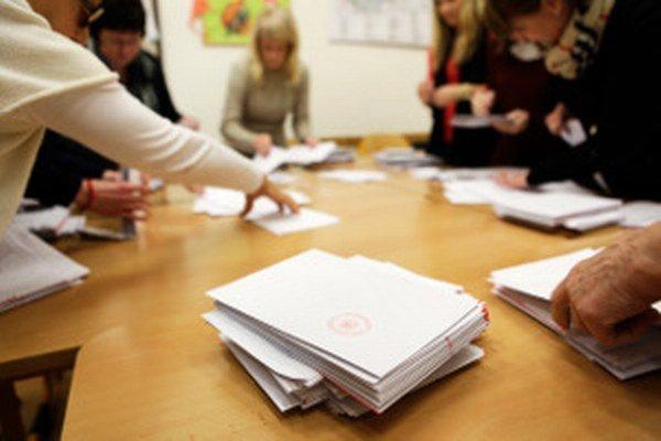 Niektorí nepotrebovali ani päťdesiat hlasov, ďalší ich museli získať tisíce.