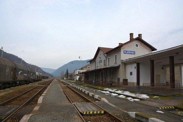 Stanica. Postrelili železničiara.