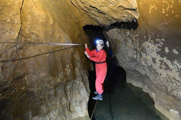 Jaskyňa ponúka možnosť schladiť sa počas tropických horúčav.