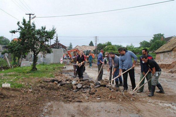 Deň po záplavách. Škody v Čoltove boli rozsiahle.