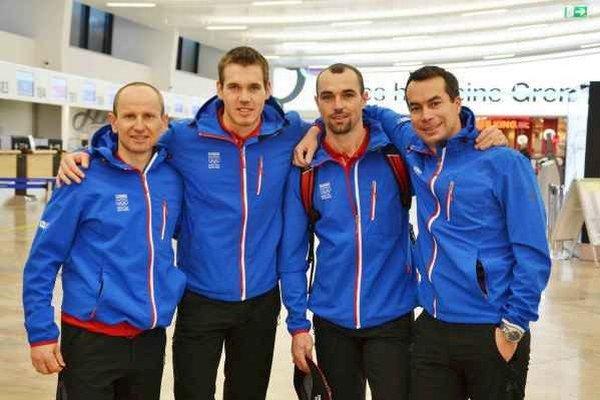 Olympijská výprava bežcov na lyžiach. M. Bajčičák, P, Mlynár, servisman O. Benko Rybár a tréner S. Holienčík.