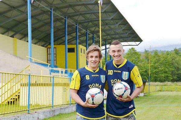 Žijú futbalom. Miroslav Seman (vľavo) a Tomáš Revúcky spájajú svoju budúcnost s futbalom.