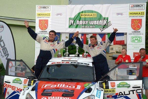Trikrát víťazne. Poliak G. Grzyb so spolujazdcom R. Hudlom už po tri roky nenašli na tratiach Rally Lubeník premožiteľa.