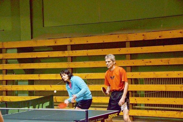 Medzi mužmi. V minulej sezóne hrávala Anna Číšková v mužskej súťaži. Teraz ju čaká ženská 1. liga.