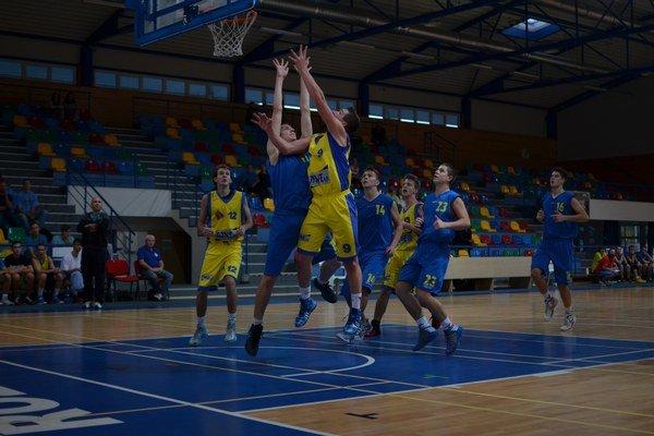 Na domácej palubovke získali juniori ŠPD zatiaľ len jedno víťazstvo, keď zdolali Kežmarok.