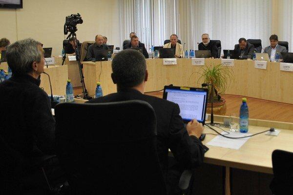 Poslanecké notebooky. Sú už minulosťou, poslanci v Rožňave budú pri práci používať tablety.