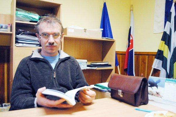A. Lörincz. Je autorom publikácie o obci.