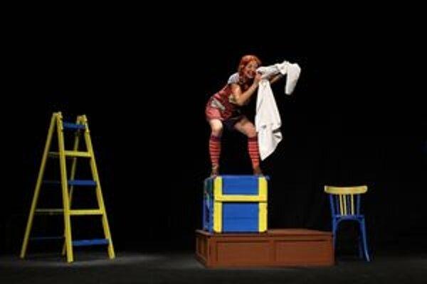 Pipi Dlhá Pančucha. Počas vypredaného predstavenia nebola  núdza o vtipné kreácie.