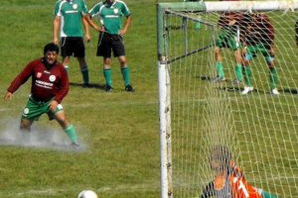 Polčasové vedenie. Vedúci gól Čoltova dosiahol po premenenej penalte Széplaky.