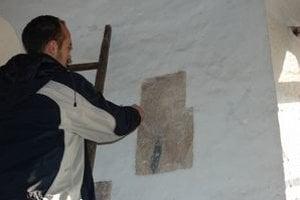 Unikátne fresky. Sú dielom talianskeho majstra. Odkryť ich bude stáť ešte veľa práce.