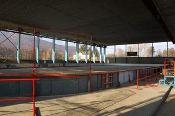 Zimný štadión. Čoskoro sa naplní korčuliarmi.