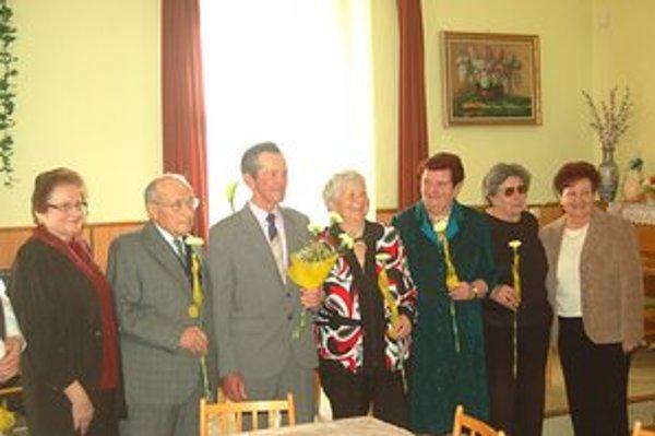 Ocenili jubilantov z radov bývalých učiteľov.
