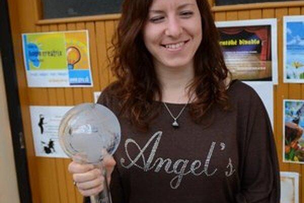Henrieta Farkašová s cennou trofejou.