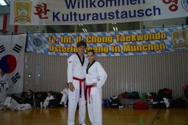 V Nemecku. Dvojica top pretekárov Hakimi teamu R. Lebovský a A. Angyal sa seminára U-Chong zúčastnila prvýkrát.
