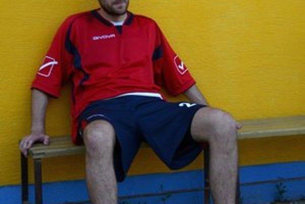 Necelý polčas. Zranenie nedovolilo Michalovi Savčákovi dohrať zápas s Kr. Chlmcom.