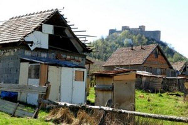 Rómovia žili s bielymi obyvateľmi obce až do marcového požiaru hradu Krásna Hôrka bez väčších problémov.