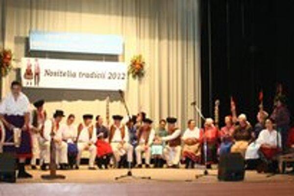 Súťaž. Členovia FS Stromíš predviedli svoj program priadky.