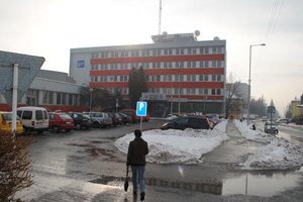 Mestský úrad. Mesto Rožňava už má svoj audit. Vedenie zatiaľ nechce prezradiť, či budú prepúšťať alebo naopak prijímať nových pracovníkov.