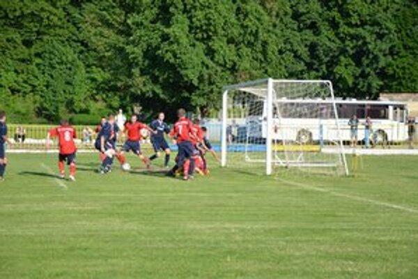 Gól. Pred tretím gólom bolo pred bránou Michalian rušno.