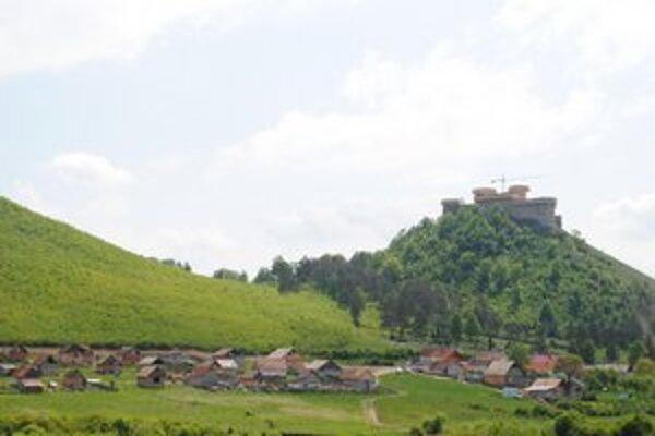 Definitívne riešenie. V Krásnohorskom Podhradí už presne vedia, po koľko budú predávať pozemky v osade.