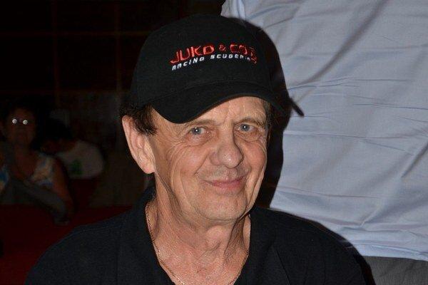 Krst. Krstný otec Julo Konček.