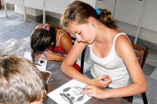 Výtvarné dielne. Deti a mládež aktívne využili voľný čas.