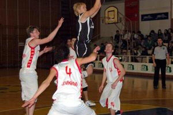 Aj štvrtýkrát. Rožňavskí basketbalisti zdolali Geotrend aj vo štvrtom zápase tejto sezóny.