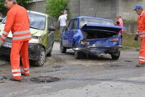 Pokrivené plechy. Našťastie, zrážka štyroch áut sa zaobišla bez zranení.