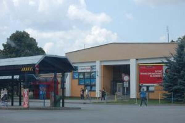 Autobusová stanica. Záujemcovia o kúpu areálu ju chcú zmenšiť.