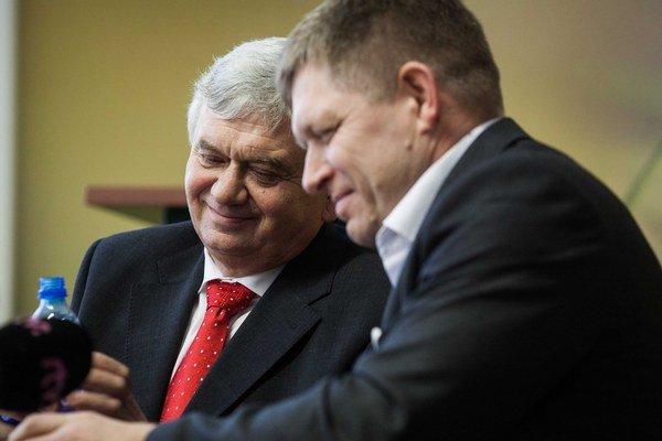 Premiér Robert Fico poveril nedávno ministra pôdohospodárstva Ľubomíra Jahnátka, aby našiel v oblasti poľnohospodárstva nejaké voľné pracovné miesta. Ukazuje sa, že to nie je pre Jahnátka ľahká úloha.