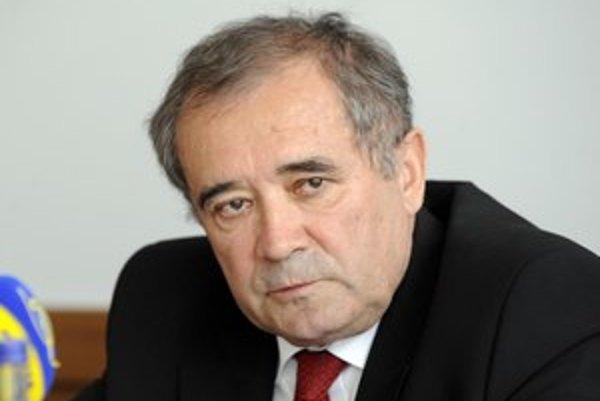 Minister Ján Richter tvrdí, že Dušan Muňko by cenu doručenia listov poistencom mal vedieť povedať.