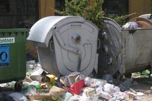 Smeti. Platiť za odpad musí každý.