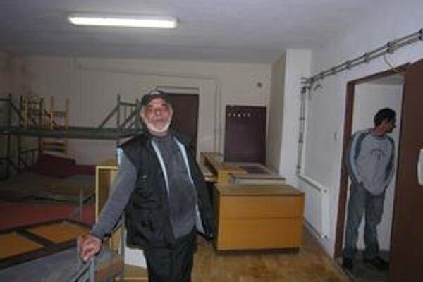 Správca útulku pre bezdomovcov. Tibor Landori sa už niekoľko rokov podieľa na jeho prevádzke, dozor v útulku bude mať aj počas vianočných sviatkov.