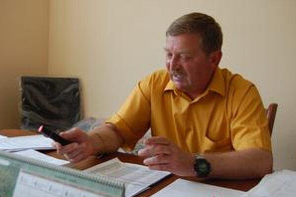 Starosta. Štefan Szarka rezolútne odmieta, že mohol svojím postojom prispieť k nervozite občana.