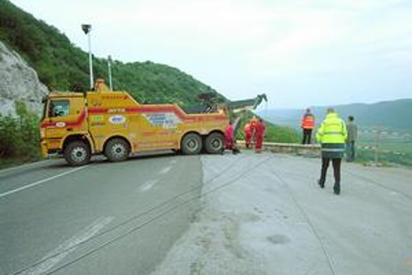 Odstávka Sorošky. V prípade vážnej nehody je pohromou, pretože náhradné trasy prakticky neexistujú.