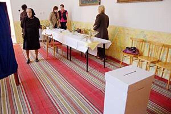 Referendová miestnosť. Počas celého dňa bola hlasovacia miestnosť takmer prázdna.