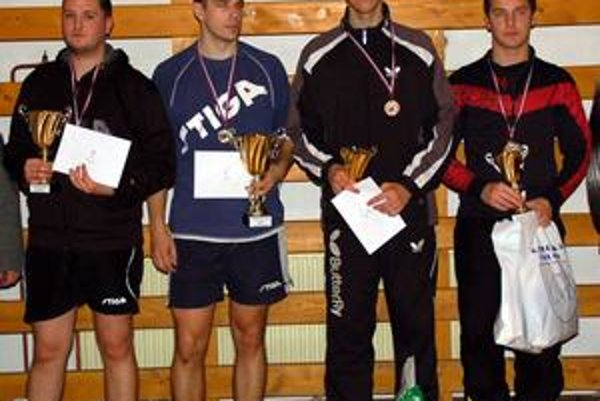 Štvorica najlepších. Štvorica najlepších, zľava druhý Zoltán Lelkeš, víťaz Peter Šereda a dvojica semifinalistov Samuel Novota a Gregor Gallo.