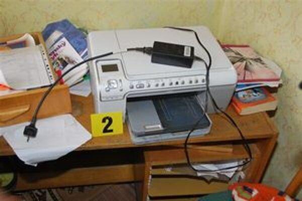 Zaistené veci. Polícia našla zariadenie, na ktorom vyrobili falzifikáty.