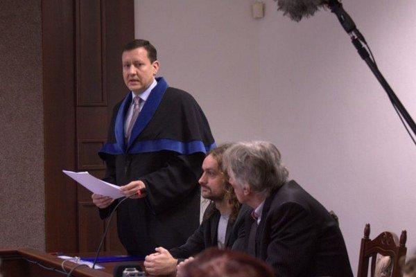 Kalmus a Lorenz na súde.