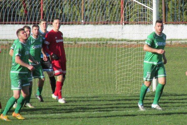 Jozef Tirer (v červenom). Svidník jeho angažovaním získal skúseného hráča.
