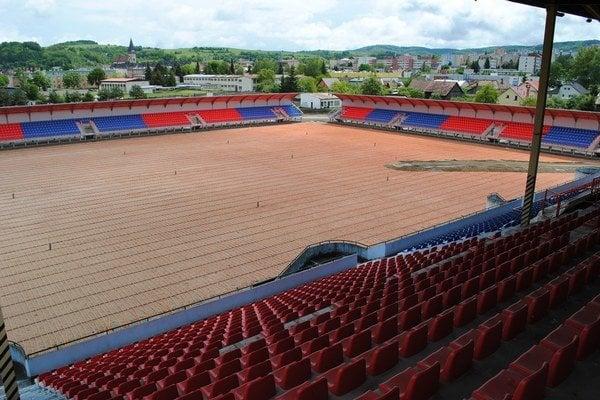 Štadión v Bardejove. Prestavajú ho za 1,5 milióna eur.
