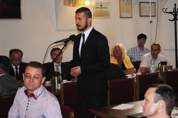 Návrh mu neprešiel. Poslanec Milan Pilip navrhol odmeny pre konateľov znížiť.