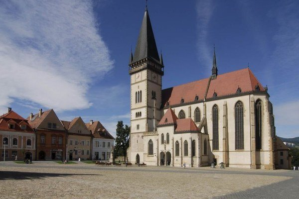 Radničné námestie v Bardejove, v pozadí Bazilika sv. Egídia.
