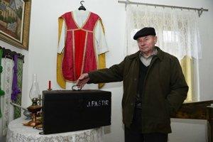 Adam Dziacky zriadil súkromné dedinské múzeum v obci Kurima.