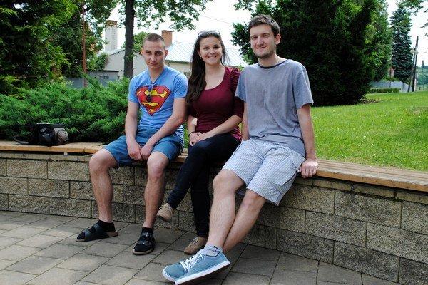 Mladí Európania z gymnázia uspeli. David, Klaudia a Dalibor.